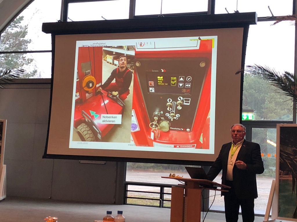 Roland Jäkel von Lift-Manager bei seinem Vortrag